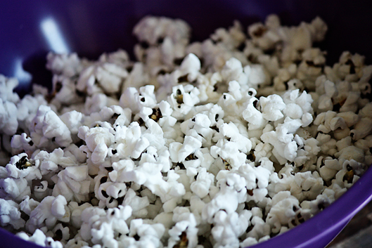 Homemade Microwave Popcorn {So Easy!}