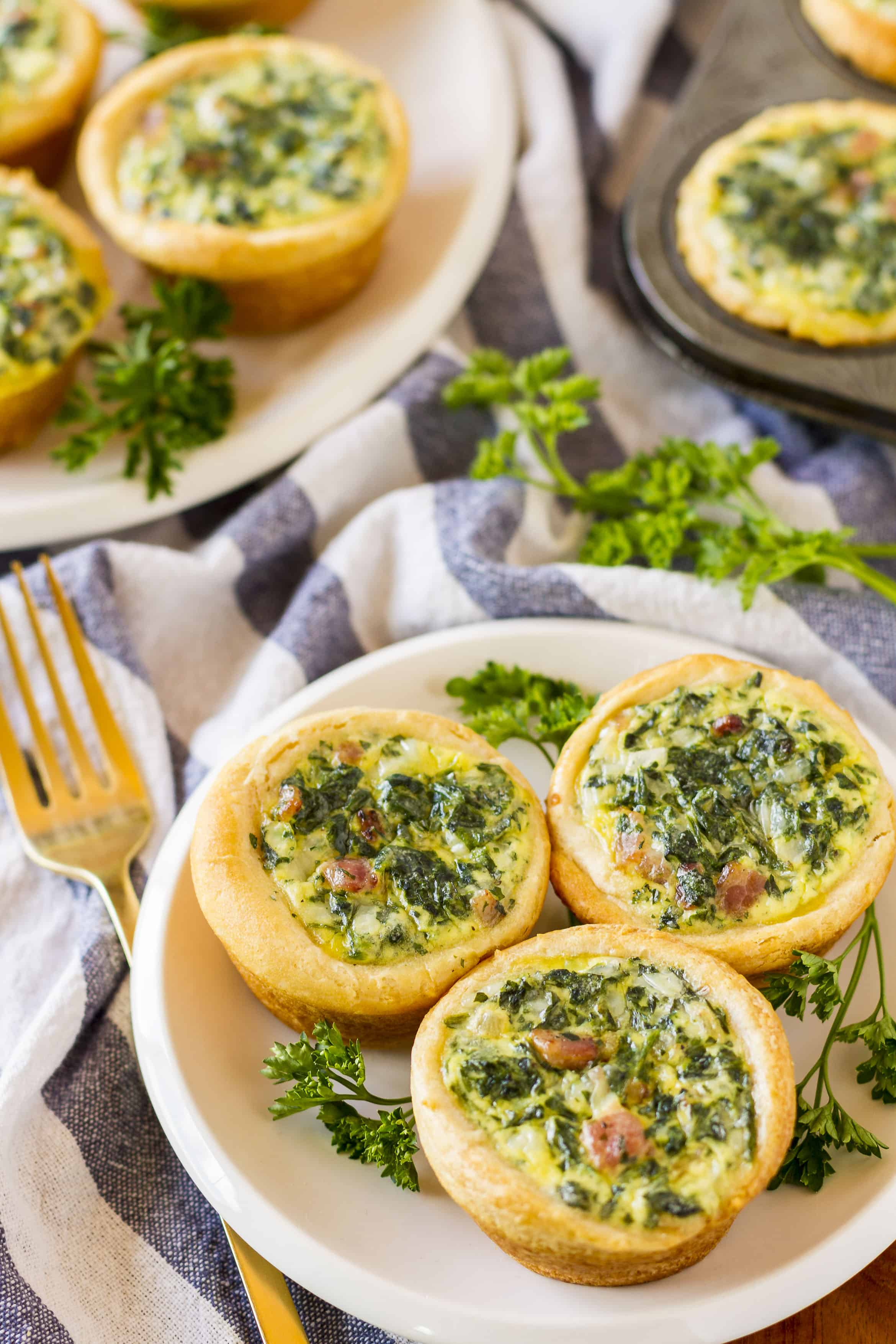Mini Spinach Quiche -- these cute little mini quiche filled with spinach and bacon are a delicious and filling brunch idea! They're also very tasty cold, making them an excellent on the go breakfast option… | easy mini spinach quiche | mini spinach quiche recipe | mini spinach quiche brunch | mini spinach quiche crescent rolls | find the recipe on unsophisticook.com
