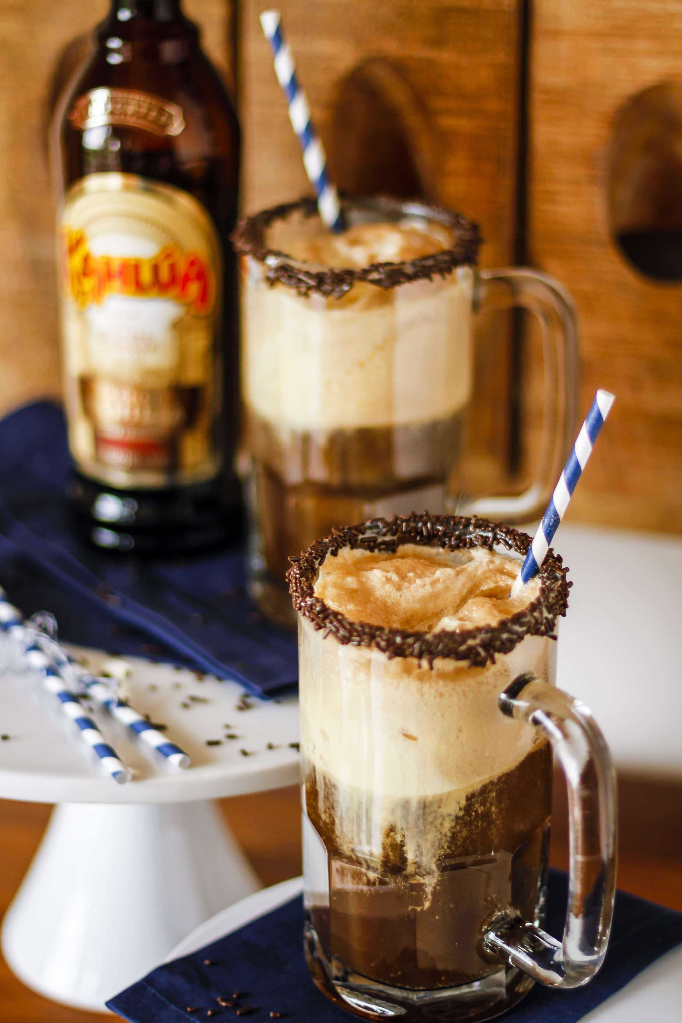 Kahlúa French Vanilla Root Beer Float -- What happens when you mix a classic root beer float with Kahlúa French Vanilla? Magic, that's what! Guests will adore this Kahlua root beer float on a hot summer night... | kahlua drinks | kahlua drinks simple | kahlua drink recipes | kahlua drinks easy | kahlua drinks ice cream | get the recipe on unsophisticook.com
