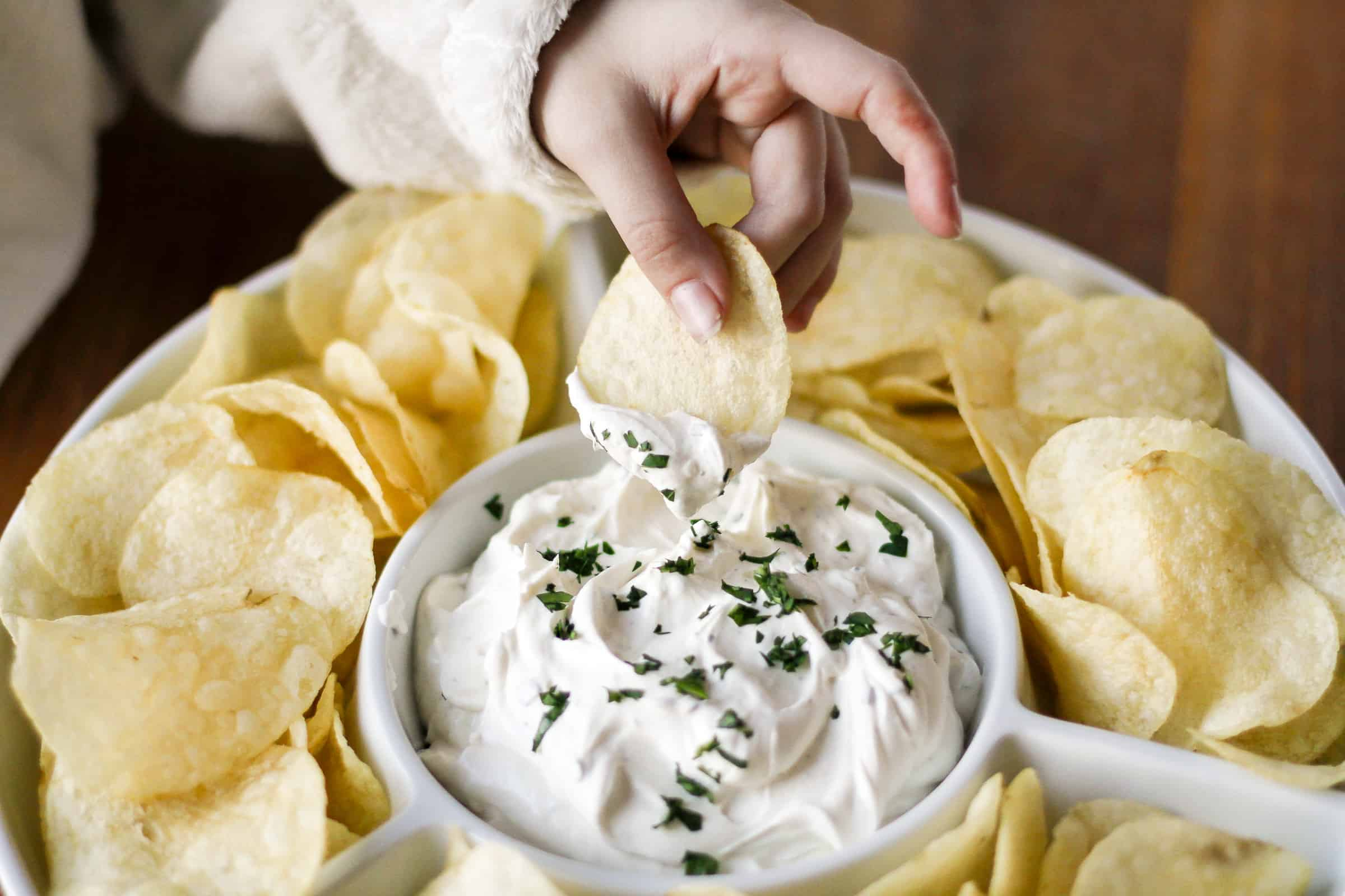 3-Ingredient Chip Dip Recipe -- If you're a chips and dip junkie, you're going to LOVE this out-of-this-world 3-ingredient chip dip recipe... Perfect for tailgating and more! | via @unsophisticook on unsophisticook.com