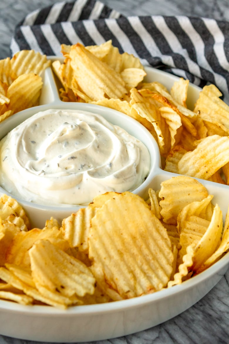 3-Ingredient Chip Dip Recipe -- If you're a chips and dip junkie, you're going to LOVE this out-of-this-world 3-ingredient chip dip recipe... Perfect for tailgating and more! | unsophisticook.com