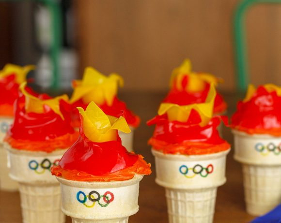 easy olympic torch cupcakes with fruit roll-up flames