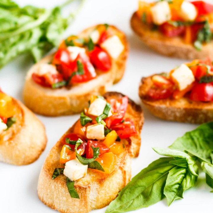 simple and easy bruschetta recipe with tomatoes