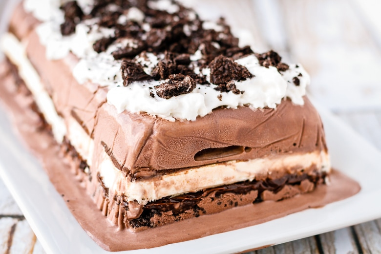 ice cream cake recipe made with ice cream sandwiches and oreo cookies