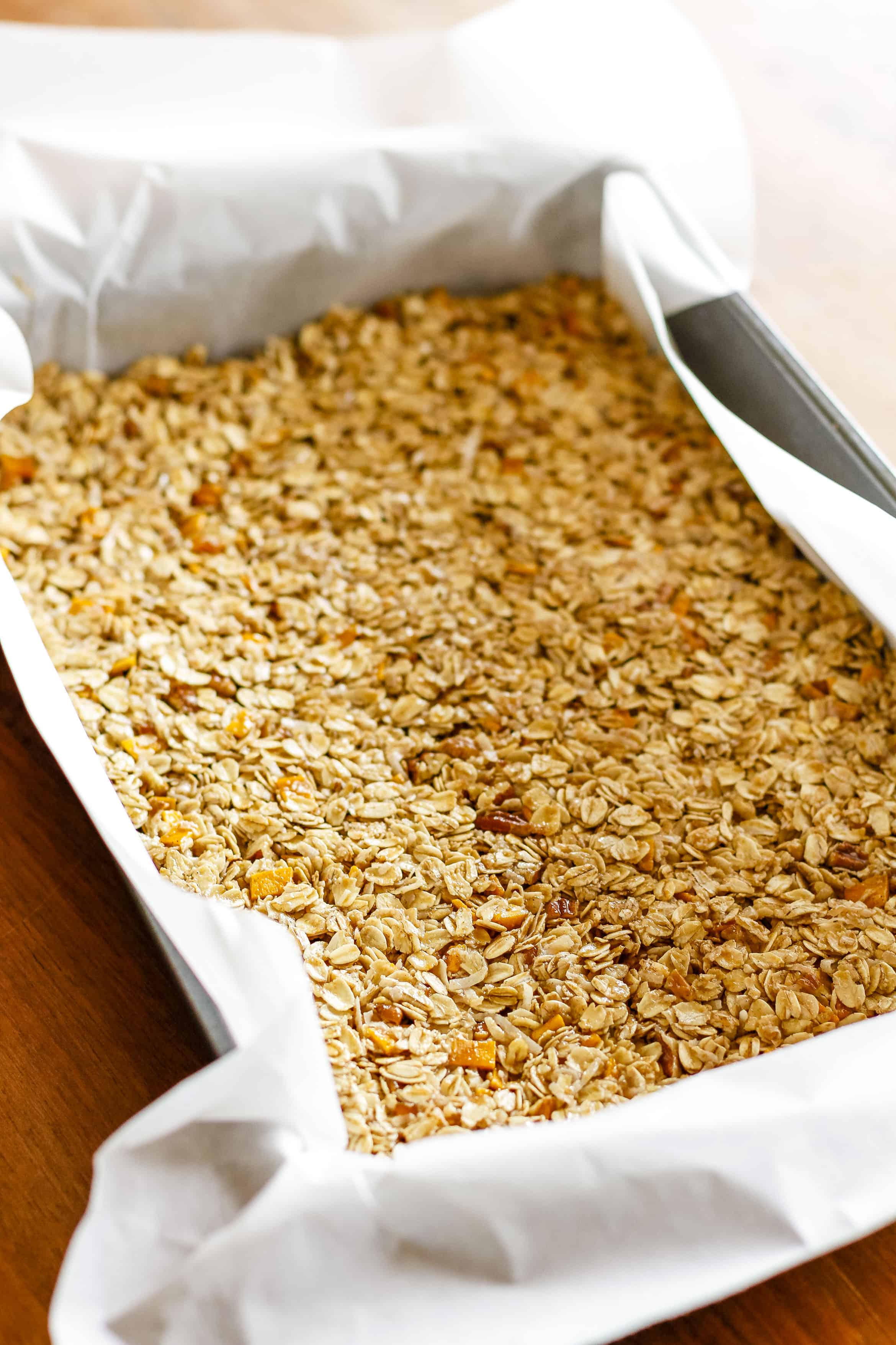Homemade Granola Bars -- these crunchy homemade granola bars are a tasty and healthy snack... Customize the dried fruits and nuts to make them your own! Plus 4 more fab after school healthy snacks... | unsophisticook.com