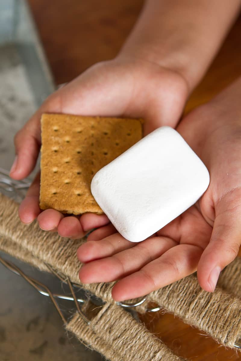 Make Ahead S'mores Kits -- who would have thought prepping s'mores ahead of time would make my life so much easier? Maybe it's not a big deal to the kids, but it seriously makes a summertime party SO much more enjoyable for ME!!! | via @unsophisticook on unsophisticook.com