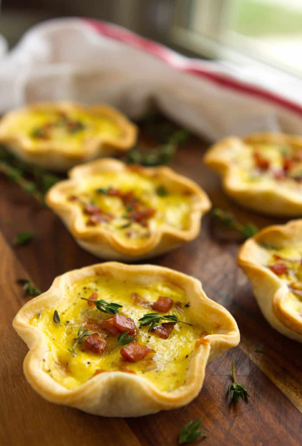 Mini Quiche Recipe -- pie scraps and mason jar lids turn out the cutest ham & cheese mini quiche you've ever seen... Did I mention they're delicious, too?! | via @unsophisticook on unsophisticook.com