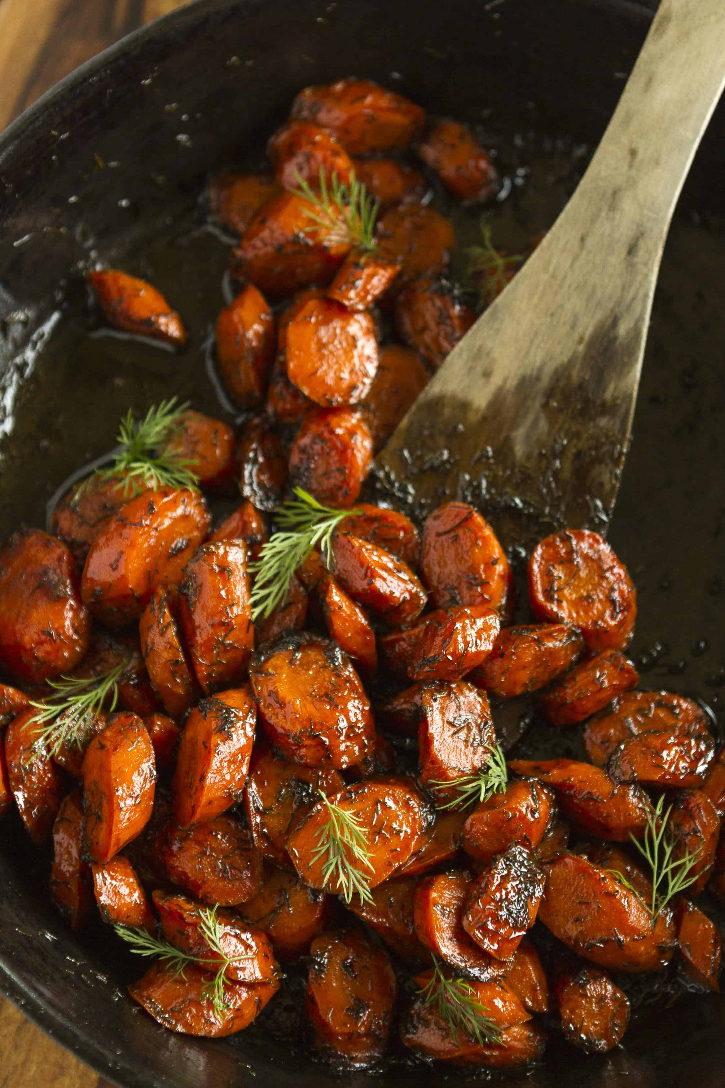 Roasted Carrots -- this roasted carrots recipe is sure to get the whole family to eat their veggies! Just 4 simple ingredients: brown butter, carrots (of course), honey and dried dill. Totally amazing!!! | via @unsophisticook on unsophisticook.com