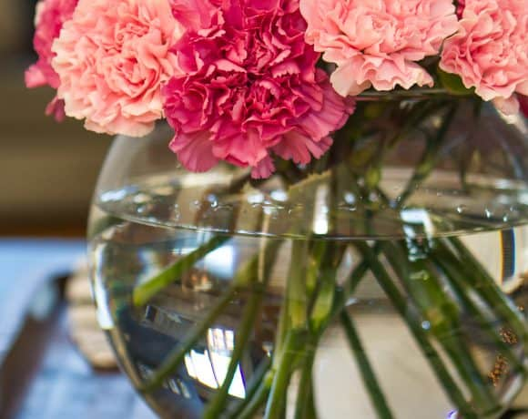 How To Create A Simple {Yet Stunning} Carnation Flower Arrangement