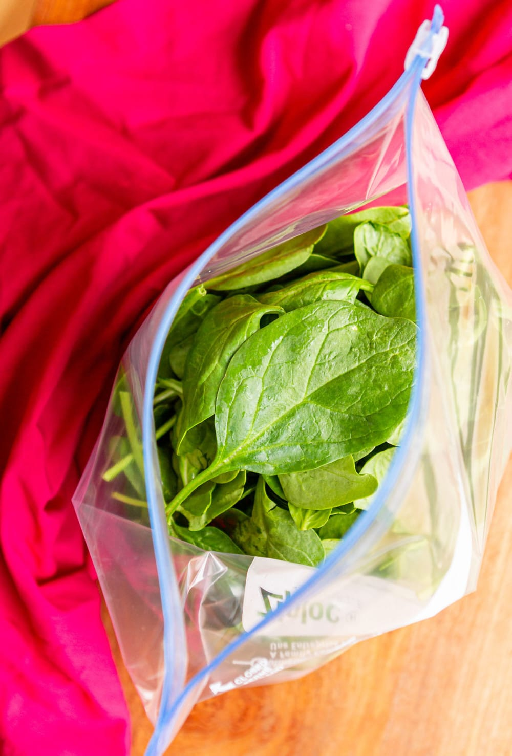 freezing spinach in a plastic ziploc bag