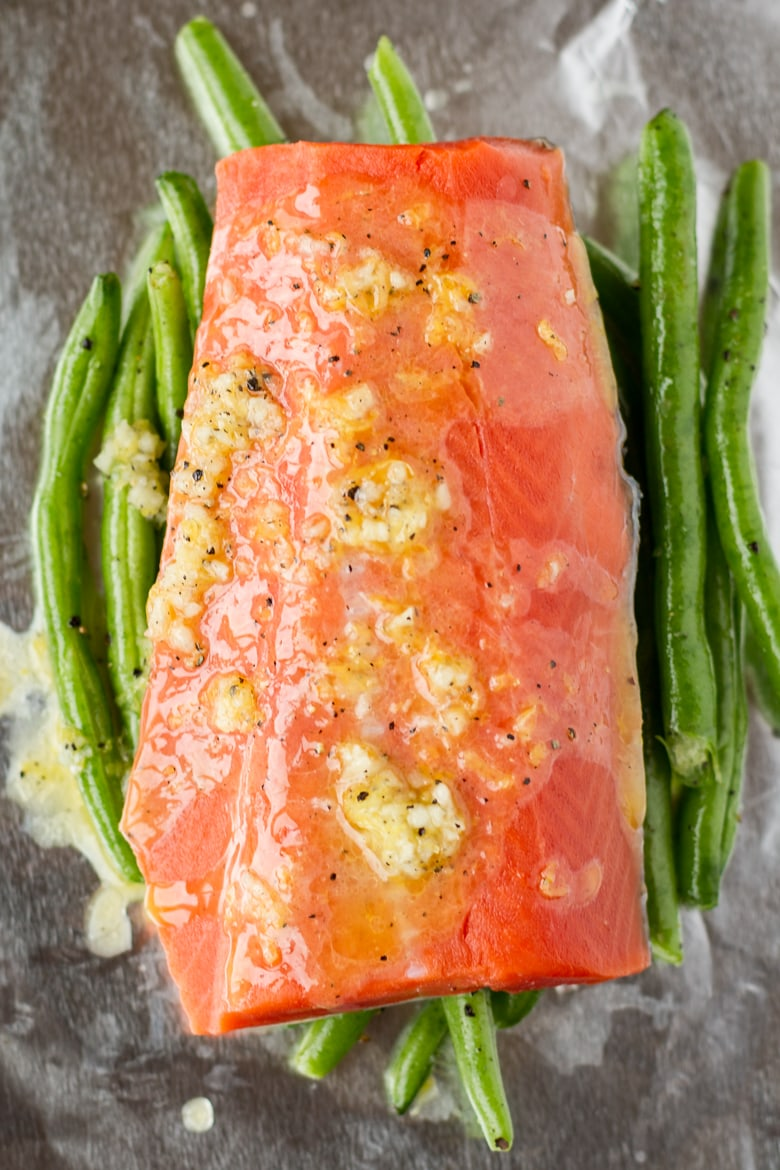 how to grill salmon in foil with green beans and lemon garlic butter sauce