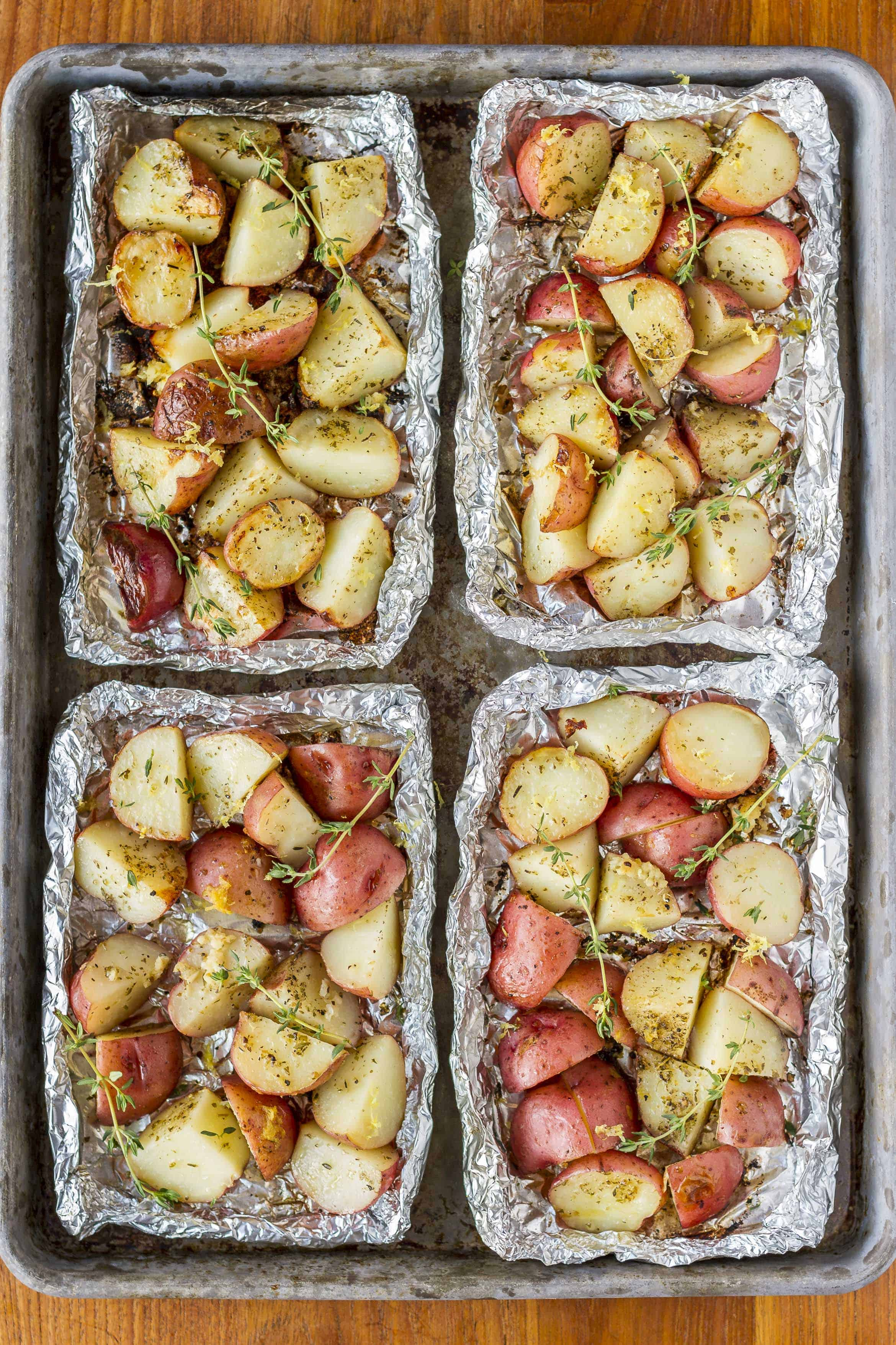 Grilled Potatoes In Foil -- with just 5 ingredients, these grilled potatoes in foil packets have everything going for them: quick, easy, delicious, and virtually mess-free… AND they're Whole30 compliant! | whole30 potatoes | potatoes in foil in oven | potatoes in foil packets | baked potatoes in foil | campfire potatoes | get the recipe on unsophisticook.com