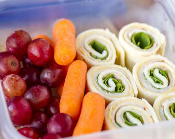 Turkey Hummus Pinwheels -- layers of turkey, provolone cheese and baby spinach on a soft tortilla wrap spread with hummus… A delicious meal prep lunch or snack idea! | lunch ideas | pinwheels recipe | turkey pinwheels | turkey roll ups | get the recipe on unsophisticook.com
