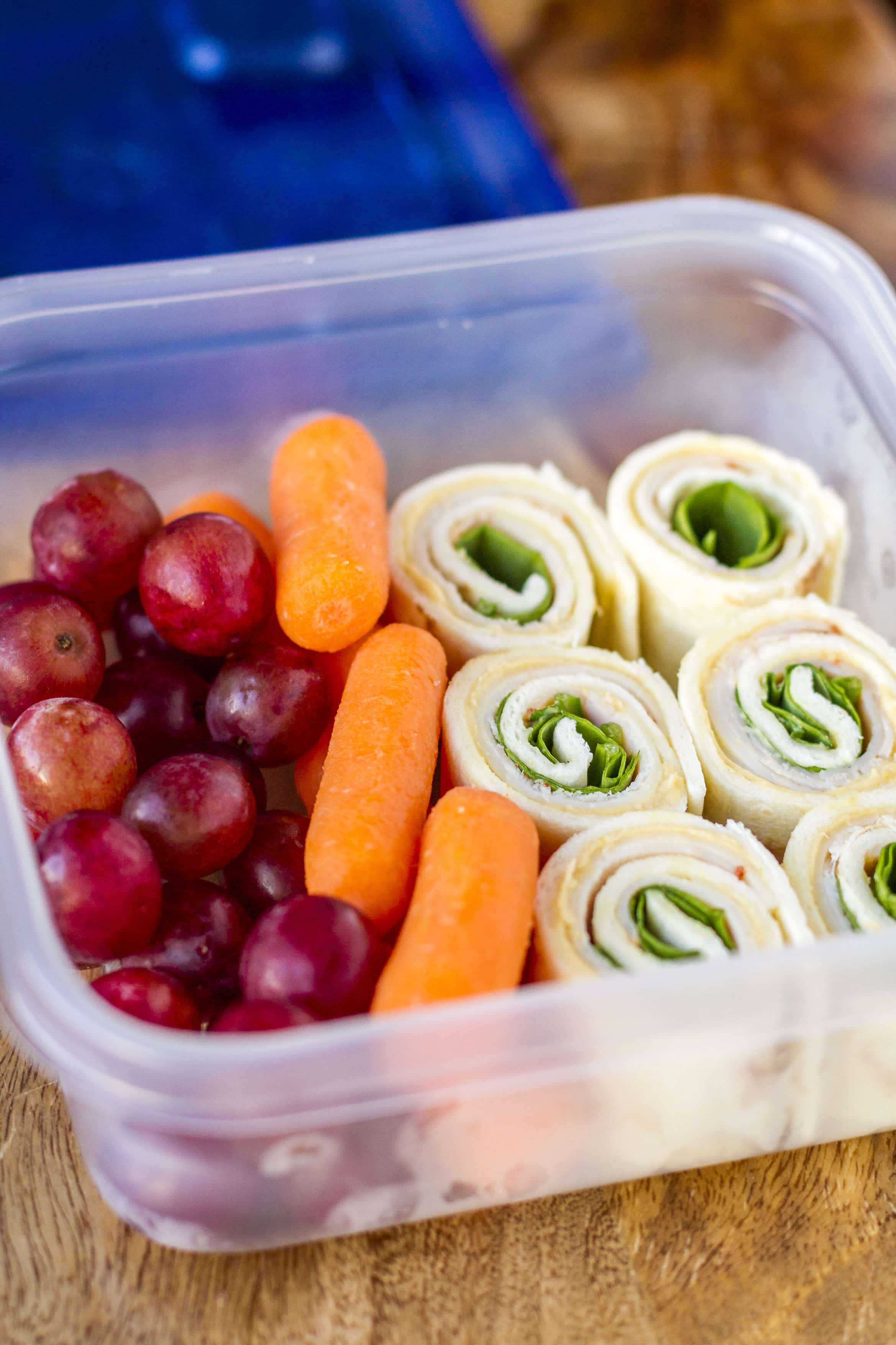 Turkey hummus pinwheels meal prep lunch idea unsophisticook turkey hummus pinwheels layers of turkey provolone cheese and baby spinach on a forumfinder Choice Image