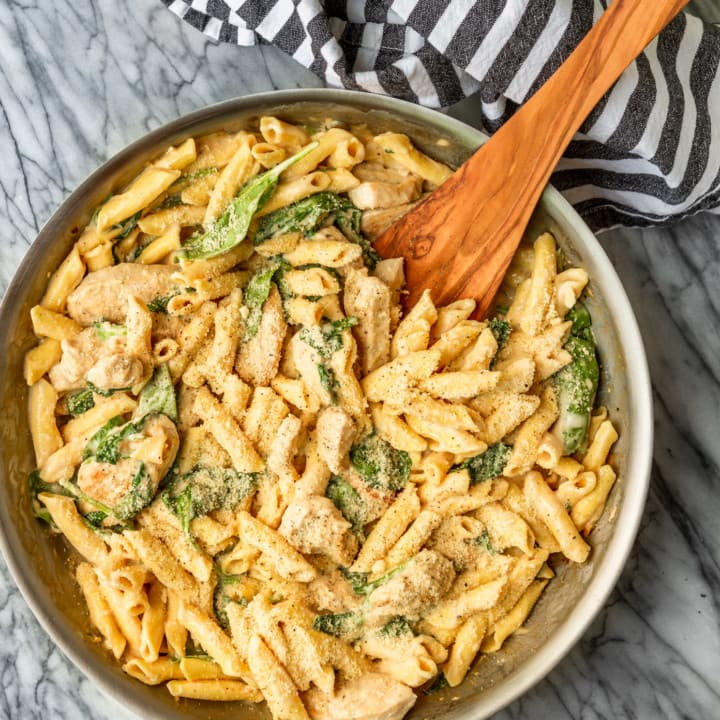 Chicken Spinach Alfredo With Penne Pasta