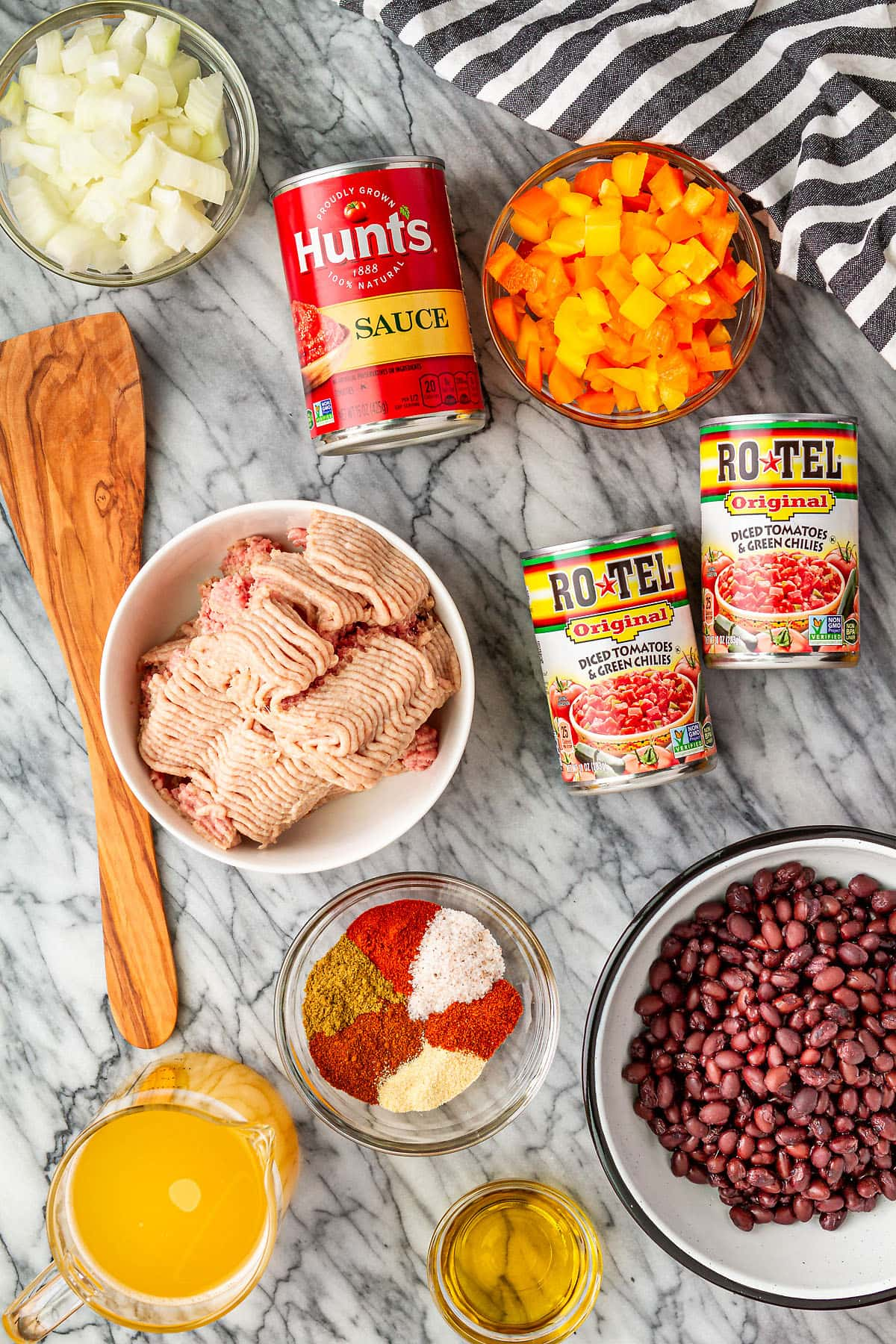 ingredients for making ground turkey chili in the instant pot