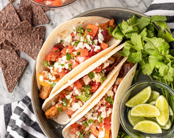 sheet pan chicken fajitas tacos with pico de gallo and limes